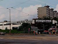 A képen az épület hátsó része látható a főútról, melyet az újpesti Klub eddig használt