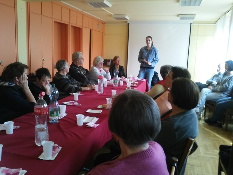 Jordanits Szilvia tart előadást a békásmegyeri klubnapon