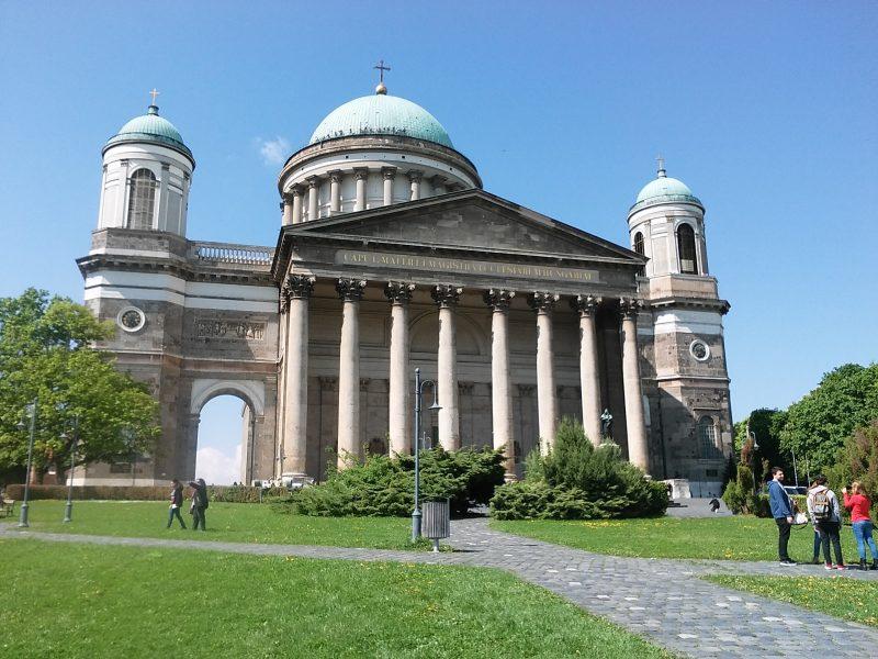 A képen az esztergomi Bazilika látható