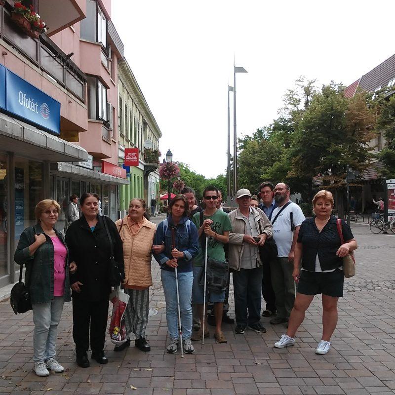 a képen a csoport látható