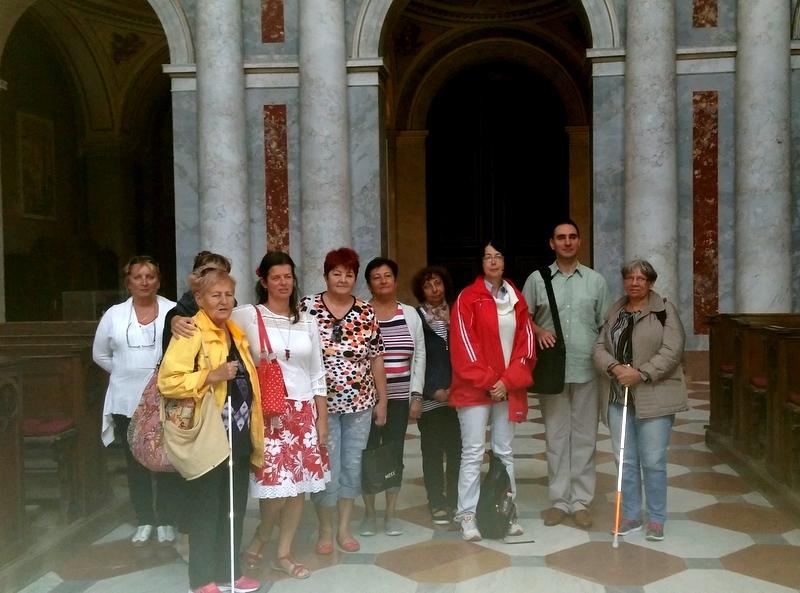 A képen az újőesti tagok állnak a Bazilikában