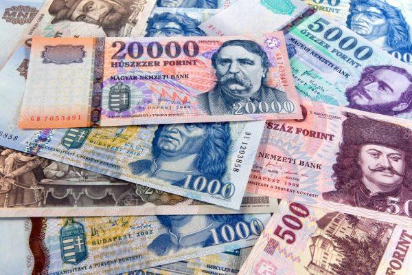 A képen a forint bankjegyei láthatóak, még méretben sem különböznek egymástól