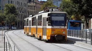 A képen az 56A villamos látható a Gárdonyi téri megállóban