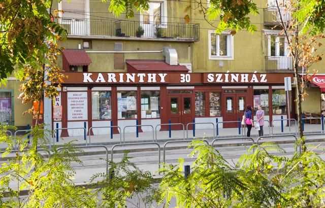 A képen a Színház bejárata látható