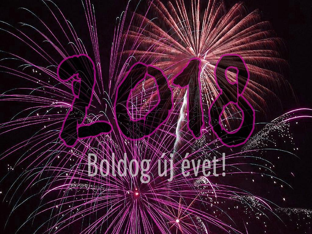 A képen egy tüzijátékkal a háttérben az van felírva, hogy 2018, boldog új évet!