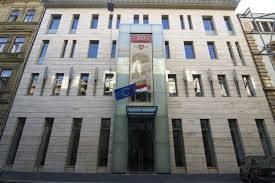 A képen az Eötvös 10. épülete látható szemből, ahol a terézvárosi klubnapok megtartásra kerülnek