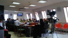 A képen a 2018. februári önkormányzati ülés képe látható, ahol a VGYKE támogatásáról döntöttek