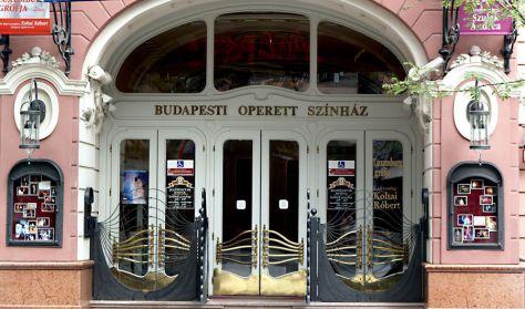 A képen az Operett Színház bejárata látható