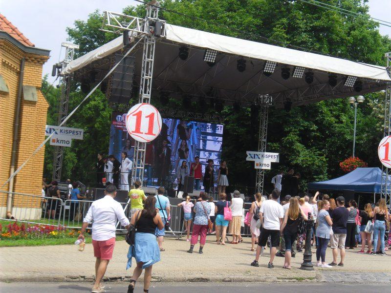 A képen a 11. kispesti városnapok rendezvénye látható, ahova a kispesti klub kitelepült