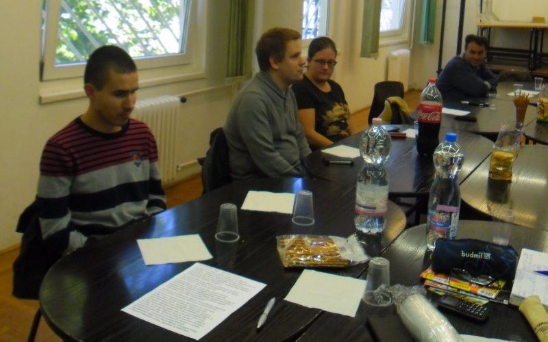 A klubtagokhoz beszél Leány Ferenc a XVIII. kerületben