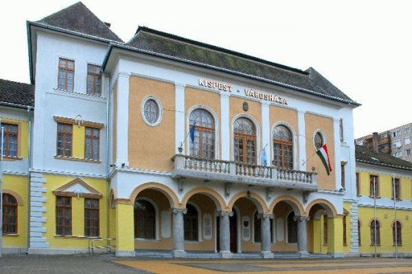 A kispesti Városháza látható a képen