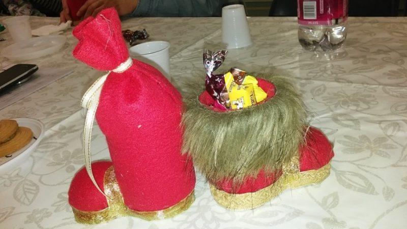 A képen a zuglói klubnapon kiosztott ajándékok láthatóak
