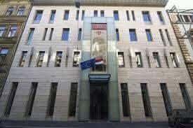 A képen a klubnapoknak otthont adó épület (Eötvös utca 10.) látható kívülről.