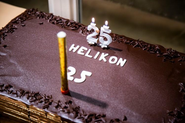 A képen a Helikon Egyesület születésnapi tortája látható.