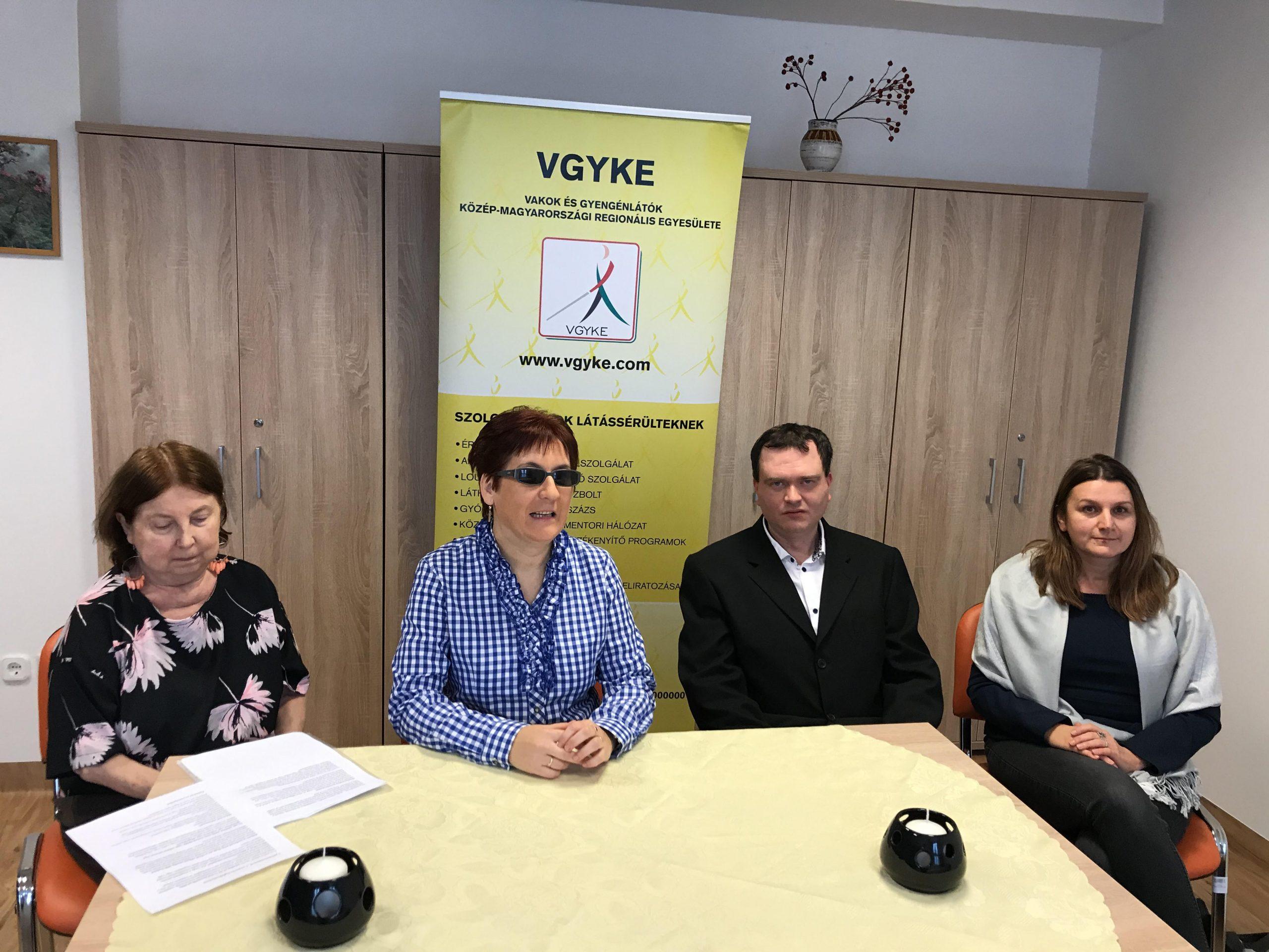 A projektnyitó négy résztvevője látható a képen.