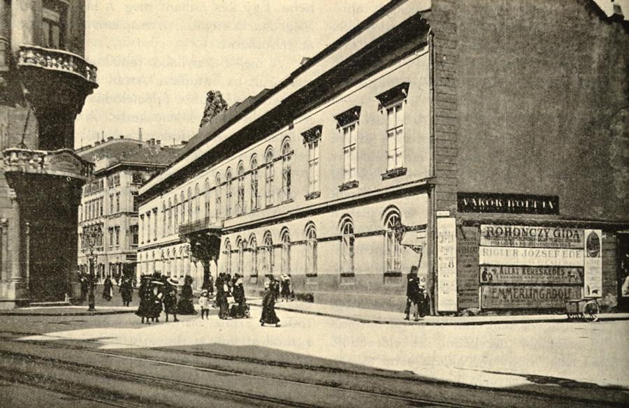 Régi fotó az épületről