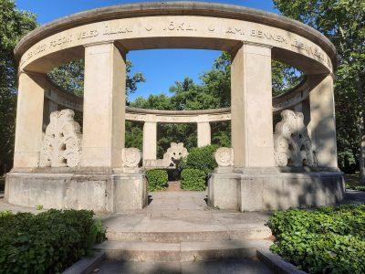 Jókai Mór síremléke
