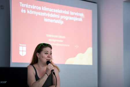 Temesvári Szilvia alpolgármester asszony előadást tart.