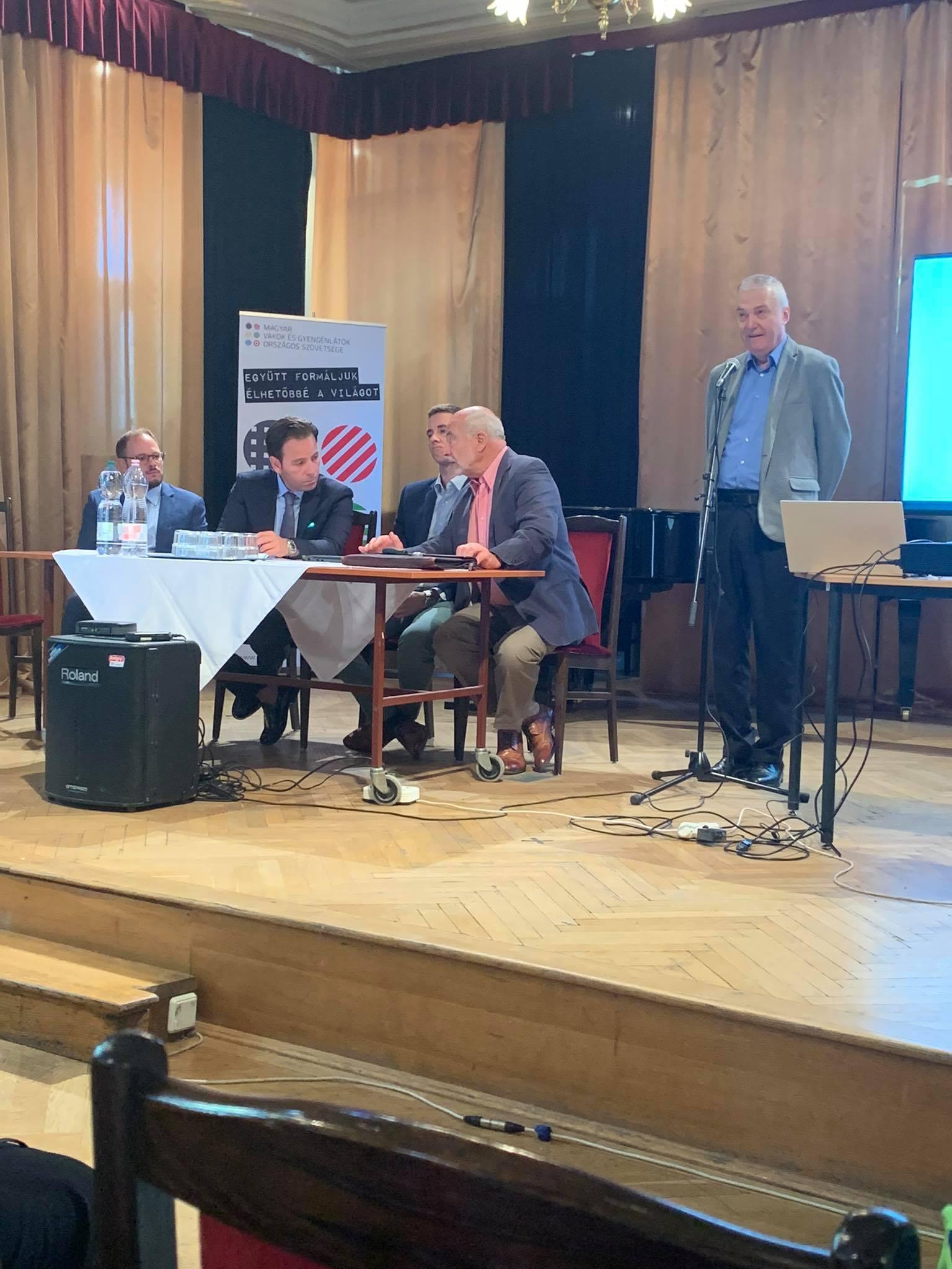 A képen dr. Nagy Sándor, az MVGYOSZ elnöke látható a konferencia előadóival.